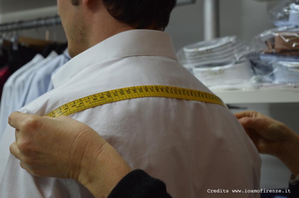 misurare le spalle