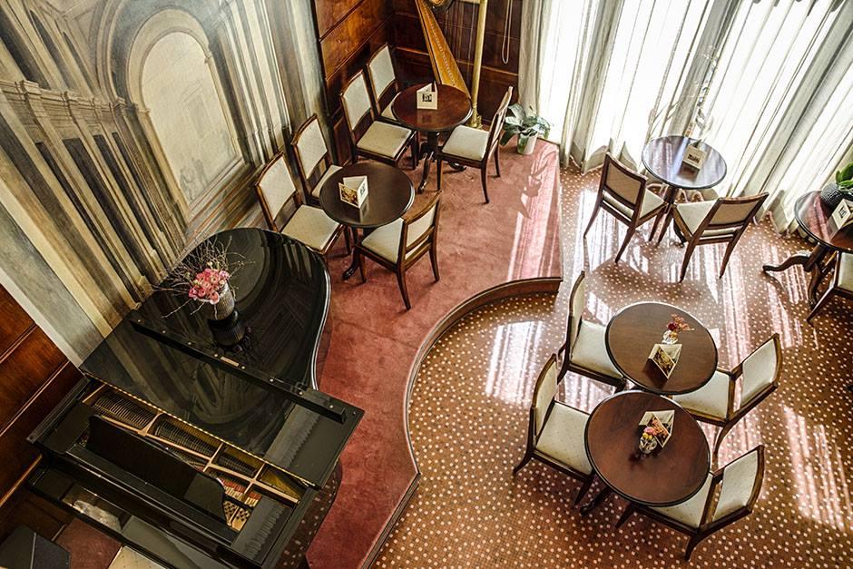 sala interna pasz piano