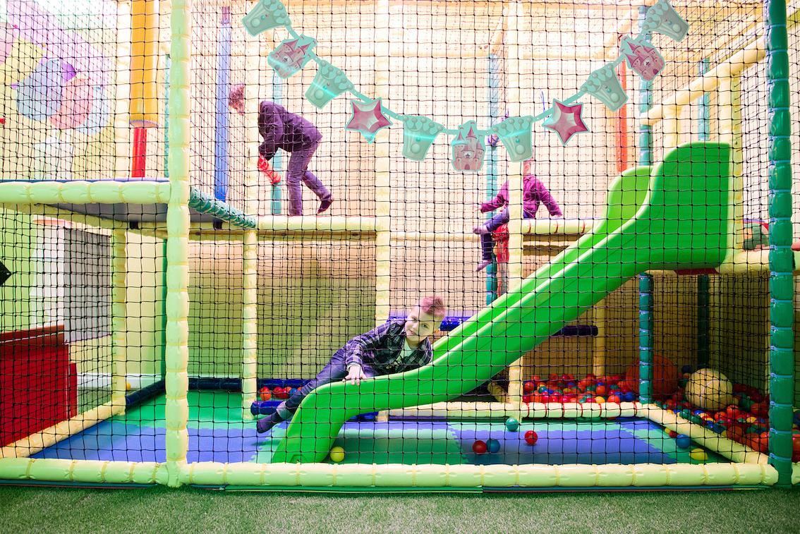 Stanza giochi bambini trendy hotel stelle a marotta per for Gonfiabili pistoia