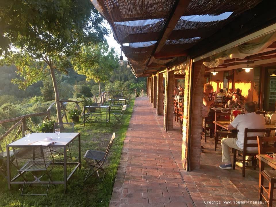 ristorante con terrazza estiva nel chianti