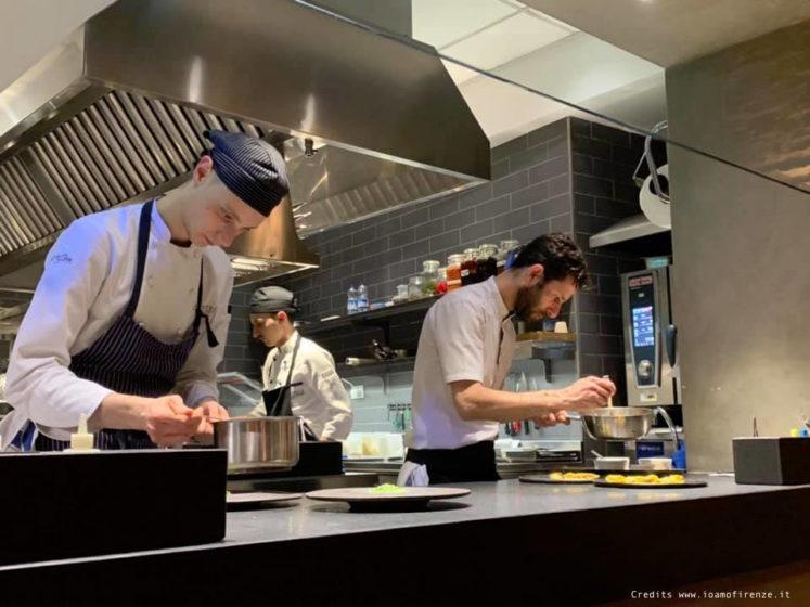 cucina a vista ristorante stellato