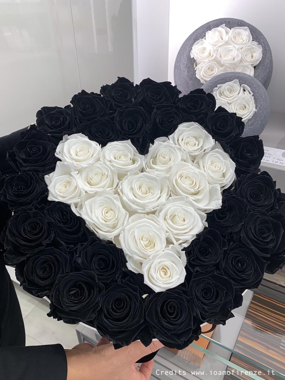 cappelliere con rose stabilizzate